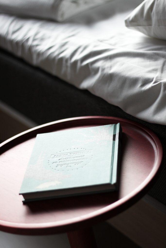 travel-Hobo-Hotel-Details-room
