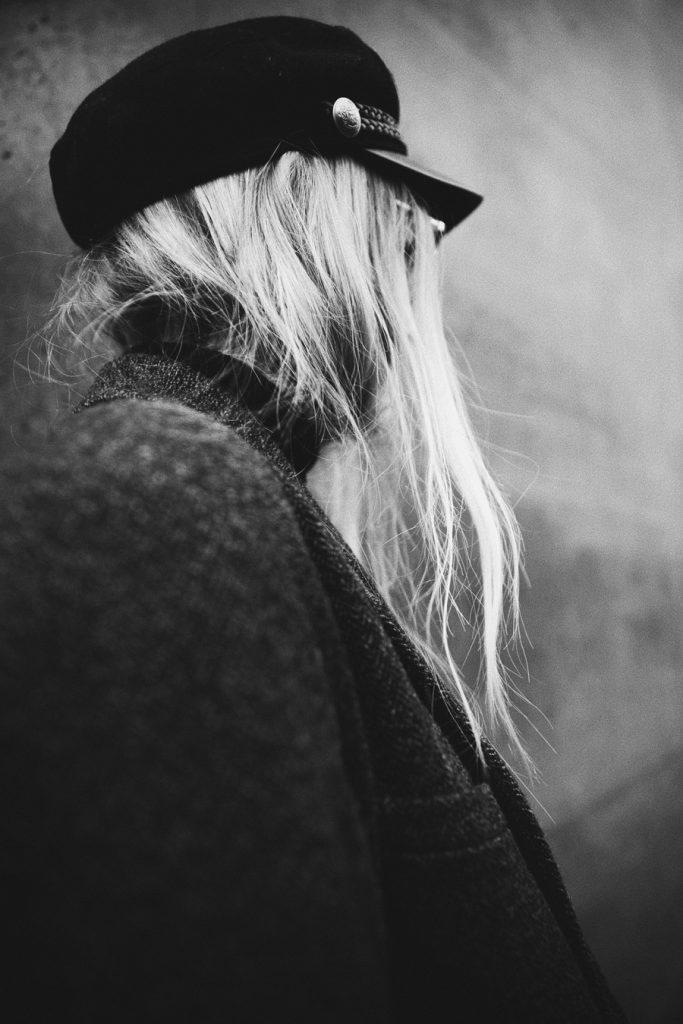 streetstyle-outfit-fashionblogger-all-black-isabel-marant-romina-mey-portrait-back-hair