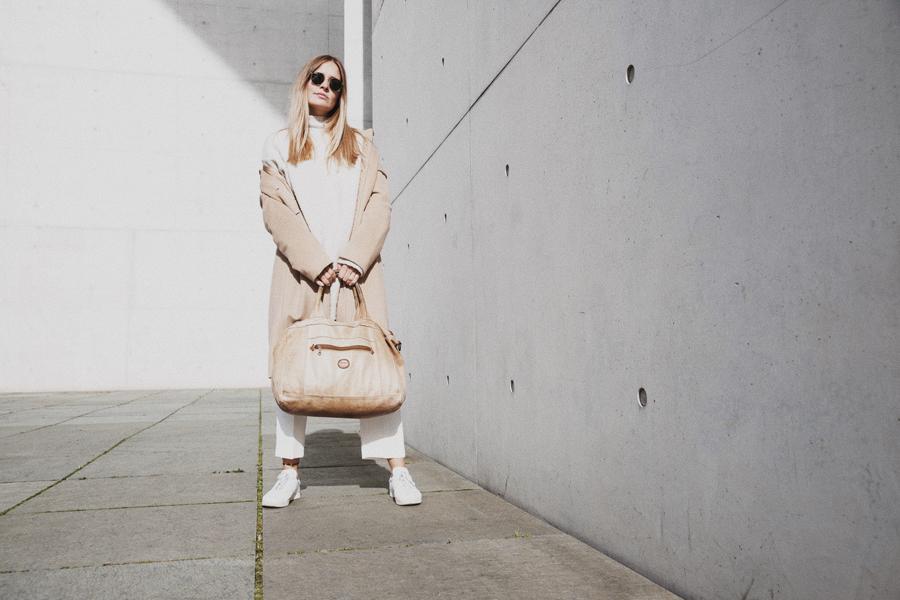 streetstyle-fashionblogger-camel-coat-romina-mey-architecture-1