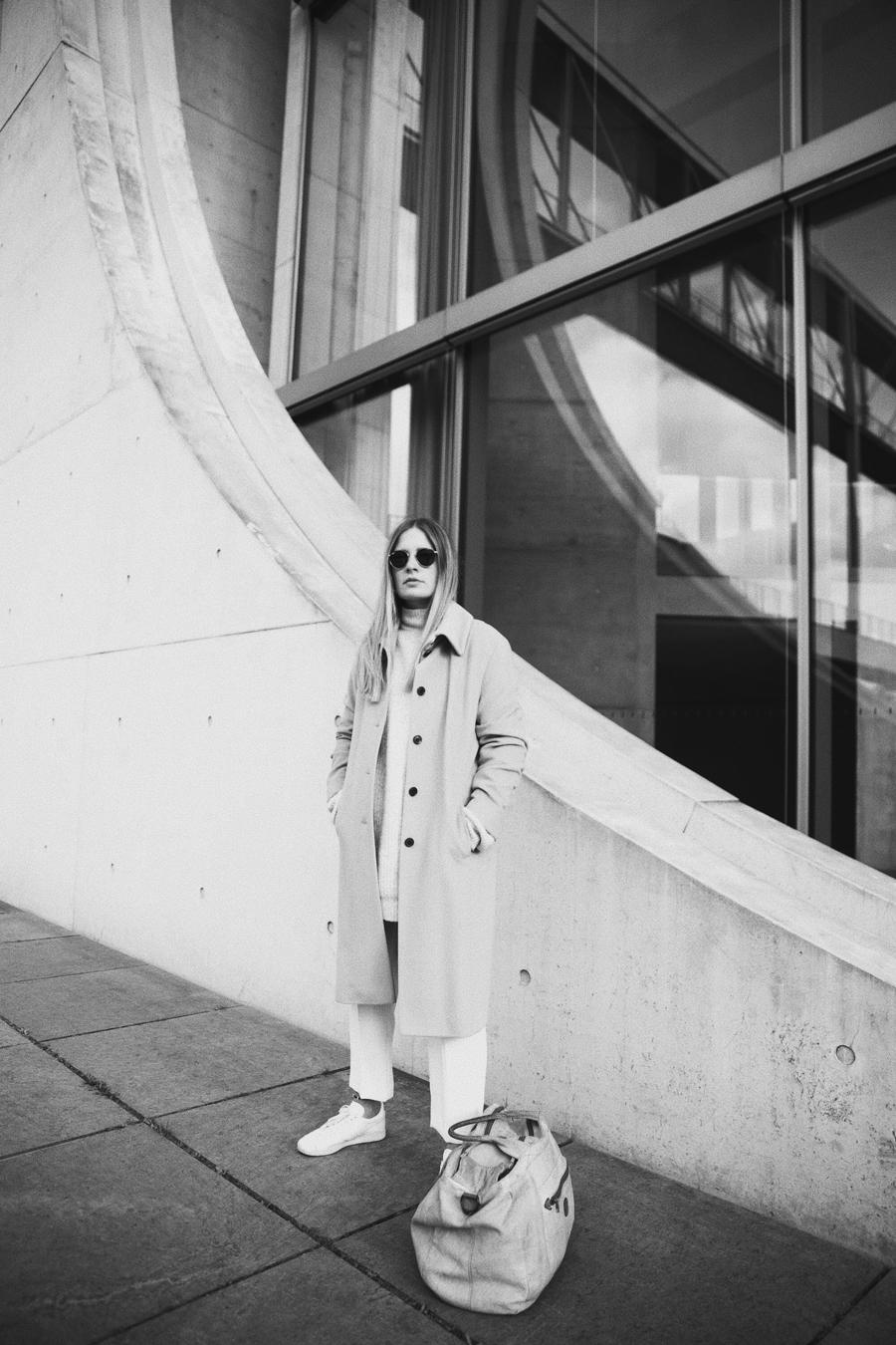 streetstyle-fashionblogger-camel-coat-romina-mey-architecture-berlin-02