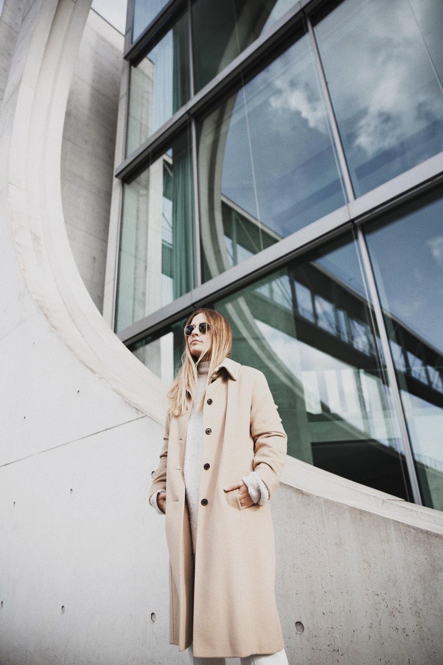 streetstyle-fashionblogger-camel-coat-romina-mey-architecture-berlin