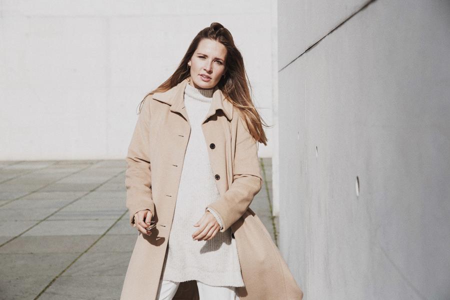 streetstyle-fashionblogger-camel-coat-romina-mey-face