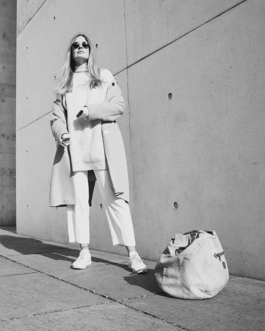 streetstyle-fashionblogger-camel-coat-romina-mey-look-bw