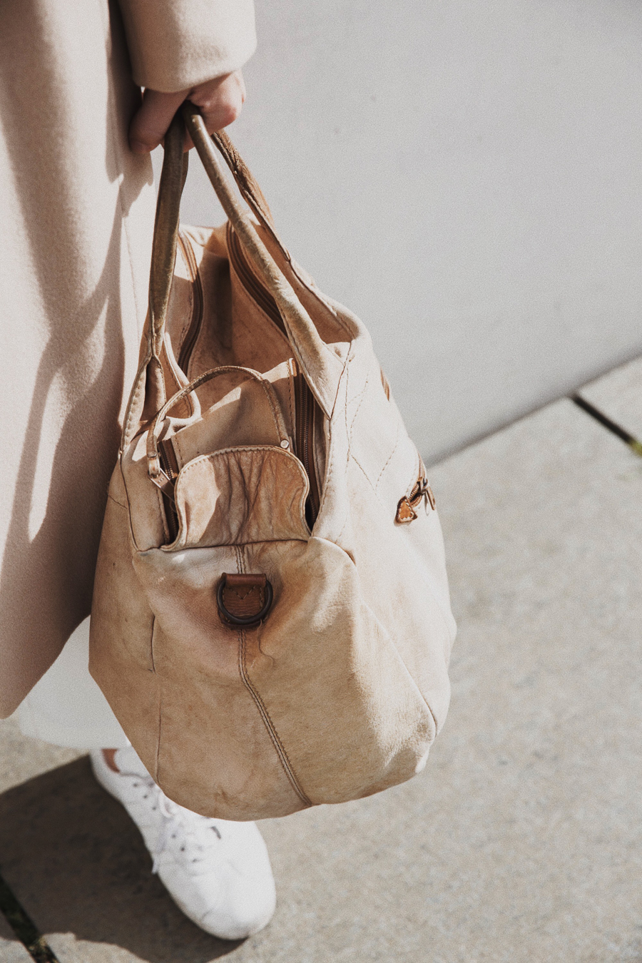 streetstyle-fashionblogger-camel-coat-romina-mey-tasche