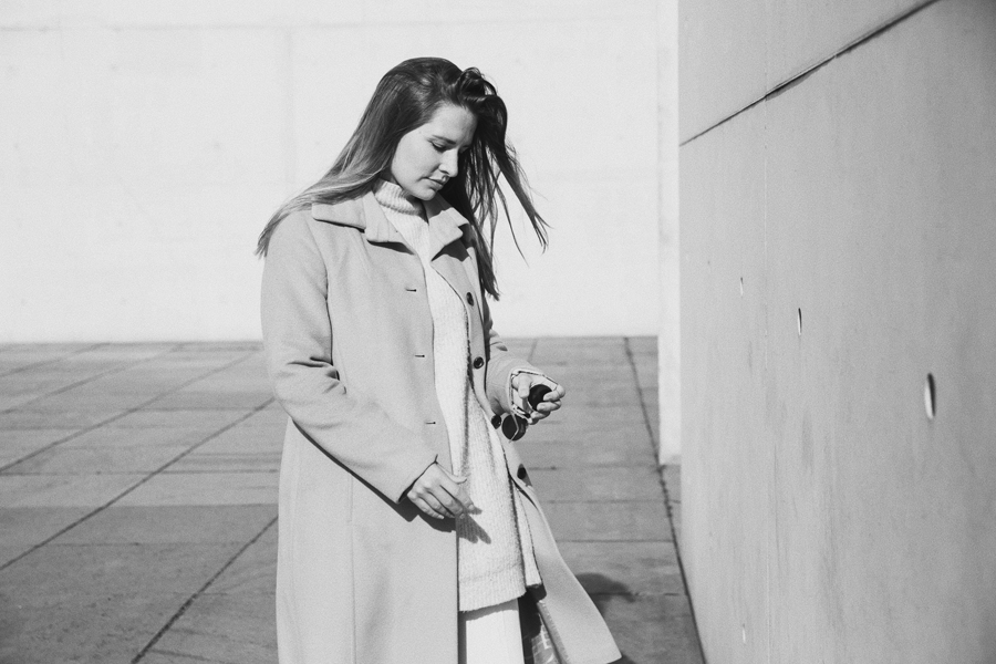 streetstyle-fashionblogger-camel-coat-romina-mey-walk
