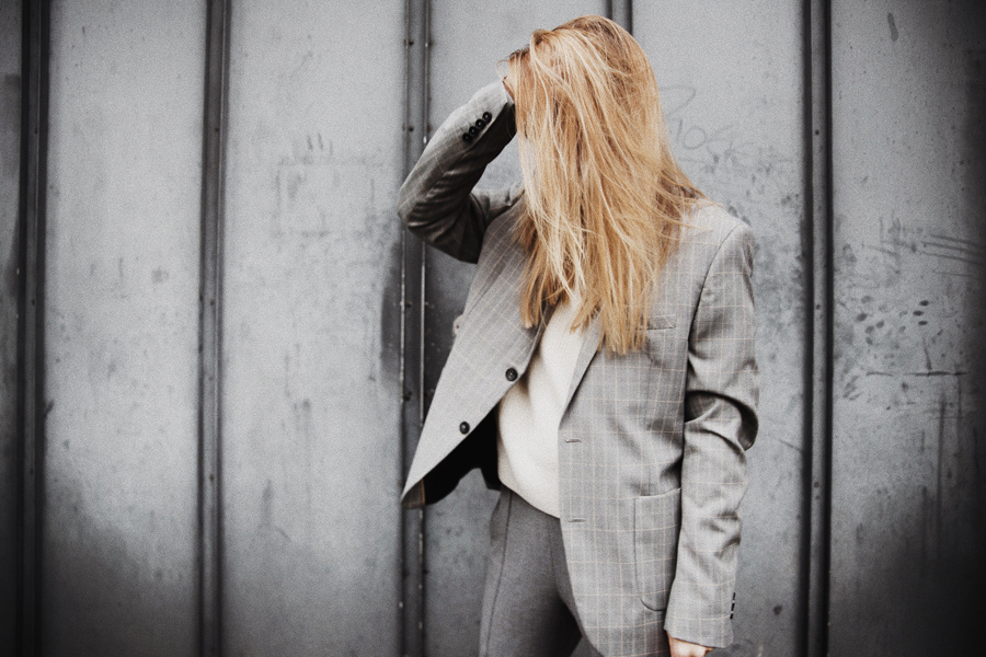 Outfit-fashionblogger-rominamey-suit-hair-aveda