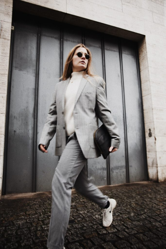 Outfit-fashionblogger-rominamey-suit-ootd-walk