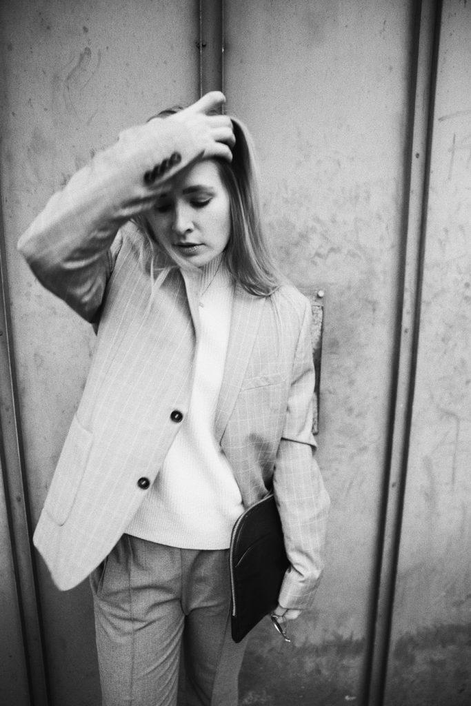 outfit-fashionblogger-rominamey-suit-portrait-hair-02