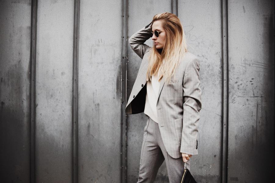 Outfit-fashionblogger-rominamey-suit-portrait-hair-hand