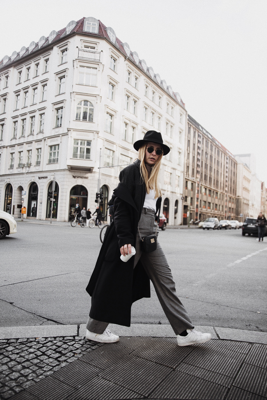 ootd-outfit-streetstyle-funktionschnitt-rominamey-coffee-walk-c-berlin