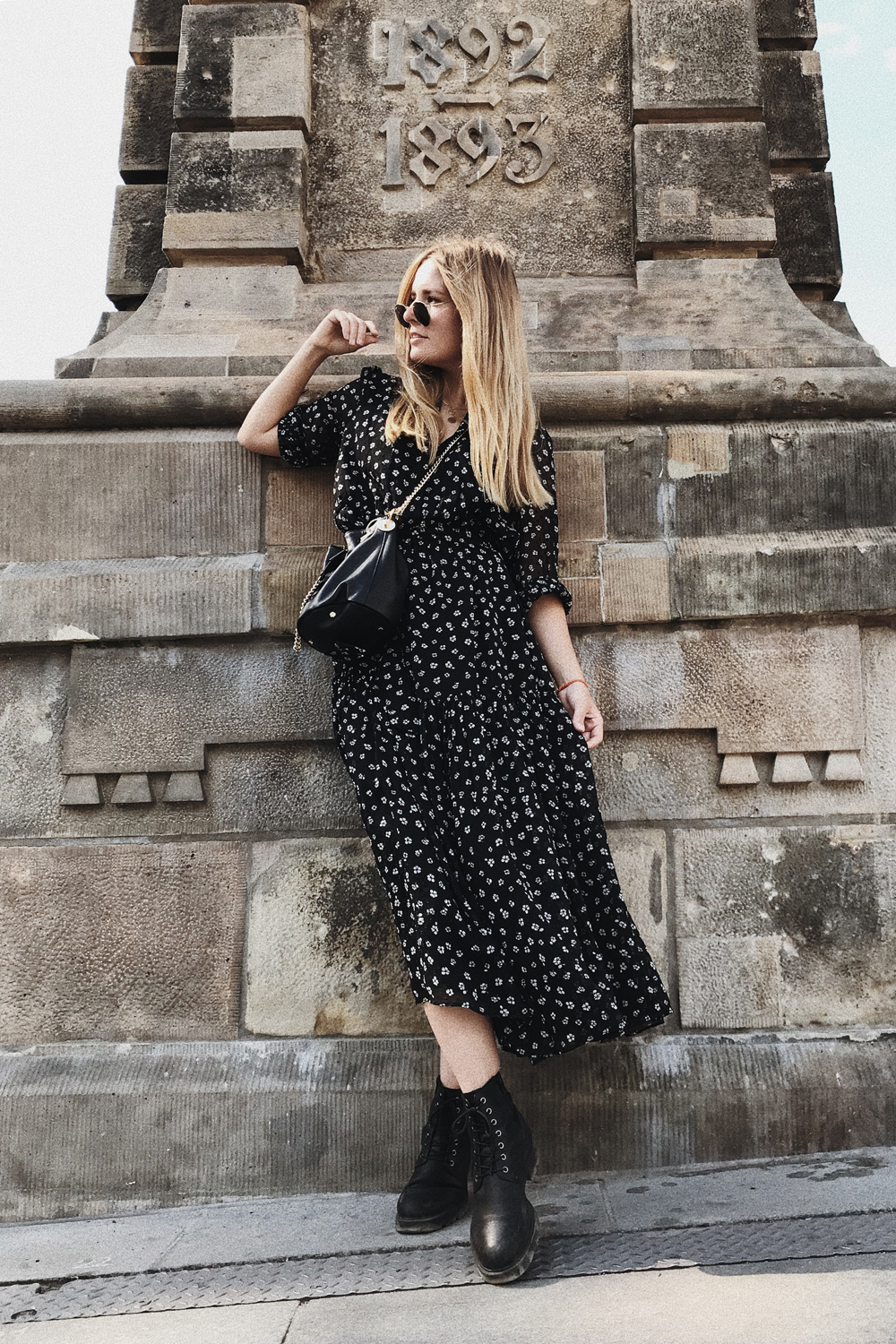 rominamey-ootd-andOtherStories-kleid-streetstyle-fashionblogger-outfit-total