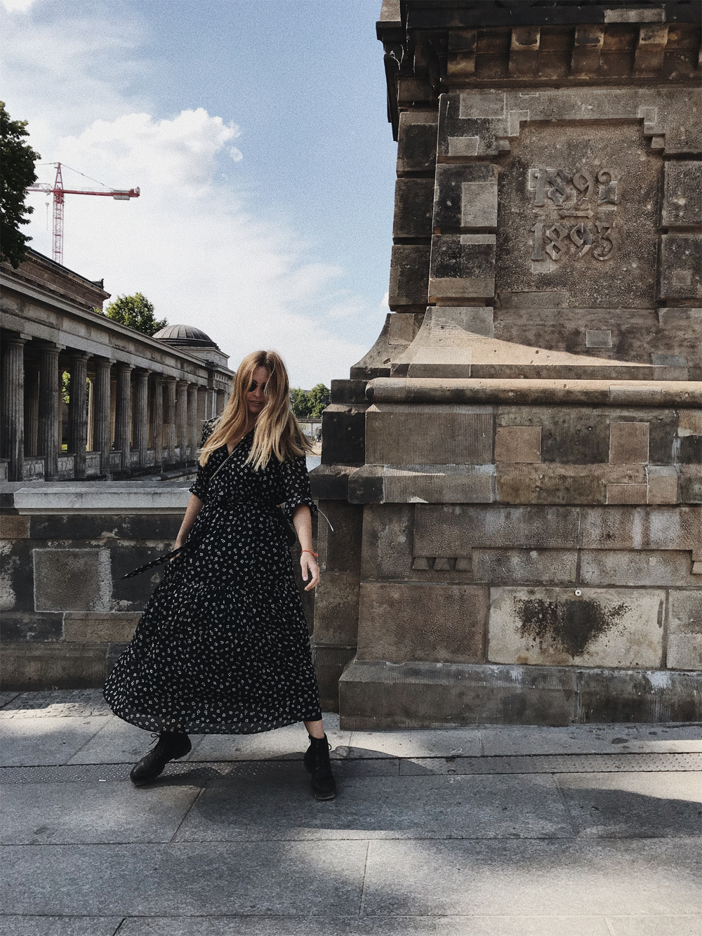 rominamey-ootd-andOtherStories-kleid-streetstyle-move